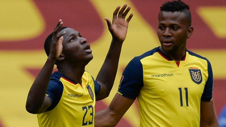 Moises Caicedo (left)