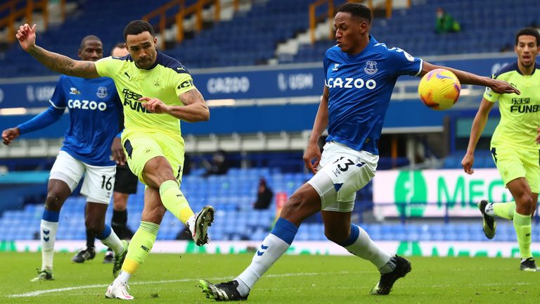 Callum Wilson takes a shot against Everton at Goodison Park
