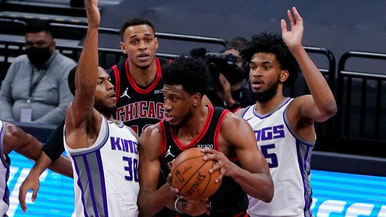 AP - Chicago Bulls forward Thaddeus Young, center, is double-teamed by Sacramento Kings' Glenn Robinson III, left, and Marvin Bagley III