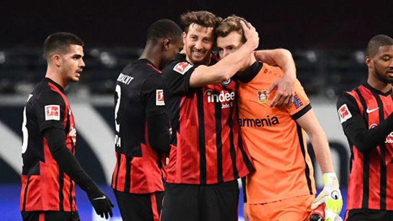 David Abraham celebrates Eintracht Frankfurt's win with Lukas Hradecky