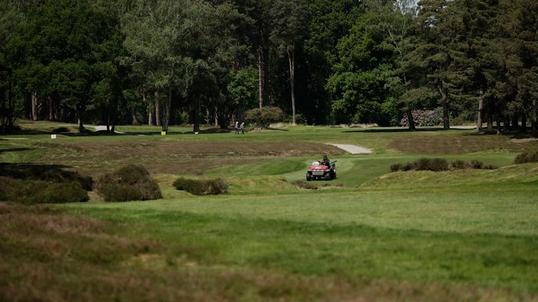 (AP) Golf courses in England will close with immediate effect