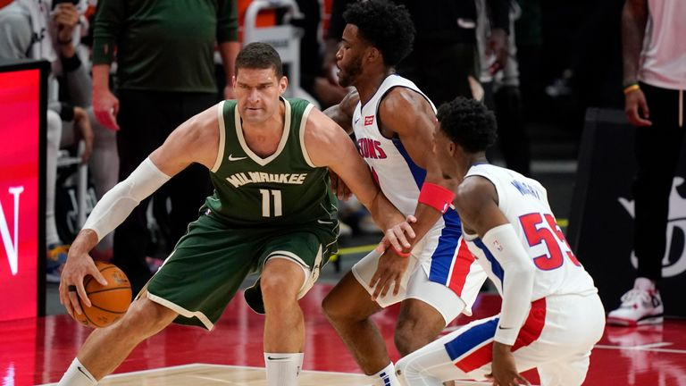 Milwaukee Bucks center Brook Lopez (11) controls the ball in the second half of an NBA basketball game against the Detroit Pistons, Wednesday, January 13, 2021, in Detroit.  (AP Photo / Carlos Osorio)