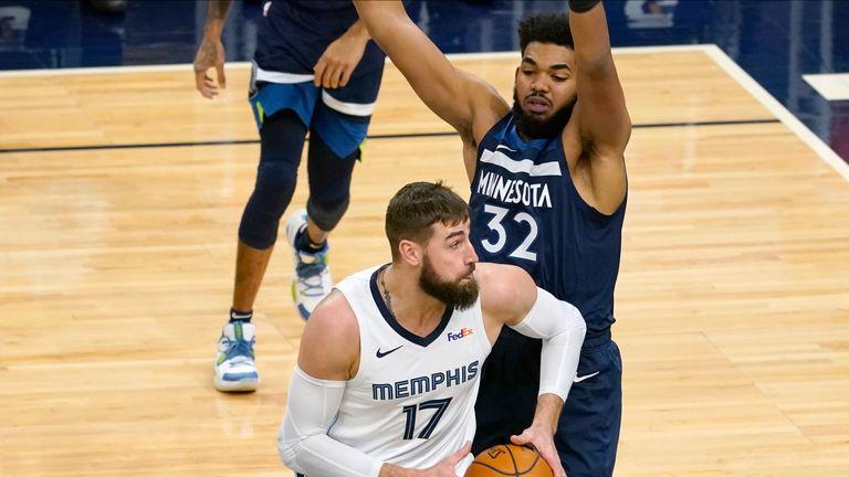 Memphis Grizzlies & # 39;  Jonas Valanciunas (17) makes his way past Minnesota Timberwolves & # 39;  Karl-Anthony Towns (32) in the first half of an NBA basketball game, Wednesday, Jan.13, 2021, in Minneapolis.  (AP Photo / Jim Mone)