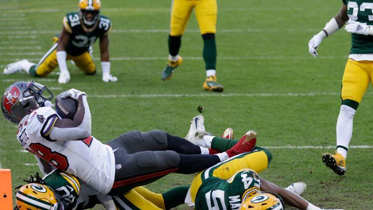 Tampa Bay Buccaneers' Leonard Fournette (28) scores on a 20-yard touchdown run against the Green Bay Packers during the first half of the NFC championship NFL football game in Green Bay, Wis., Sunday, Jan. 24, 2021. (AP Photo/Matt Ludtke)