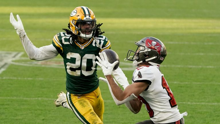 Tampa Bay Buccaneers' Scott Miller catches a 39-yard touchdown pass against Green Bay Packers' Kevin King during the first half of the NFC championship NFL football game in Green Bay, Wis., Sunday, Jan. 24, 2021. (AP Photo/Morry Gash)