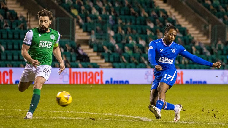 Rangers' Joe Aribo is closed down by Hibernian's Darren McGregor as he has a shot on goal  during a Scottish Premiership match between Hibernian and Rangers at Easter Road