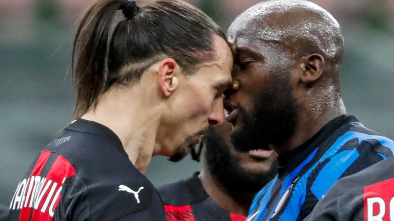 AC Milan's Zlatan Ibrahimovic, center left, and Inter Milan's Romelu Lukaku, center right, argue during an Italian Cup round of 8 soccer match between Inter Milan and AC Milan (AP image)