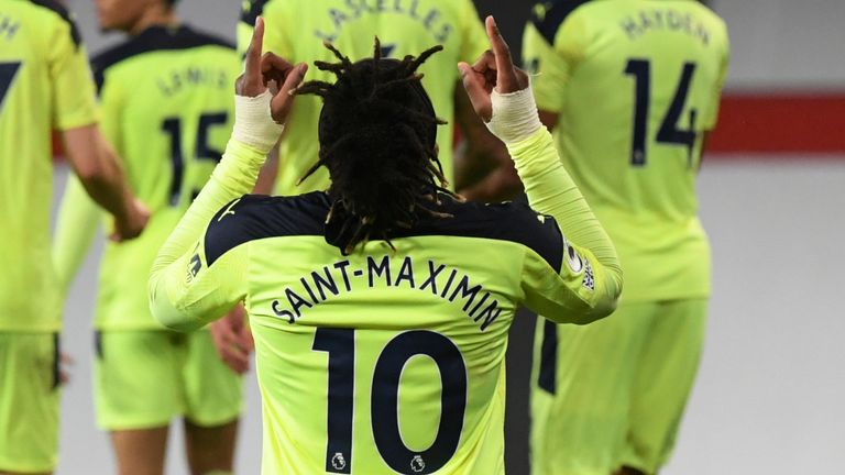Allan Saint-Maximin celebrates his equaliser against Manchester United