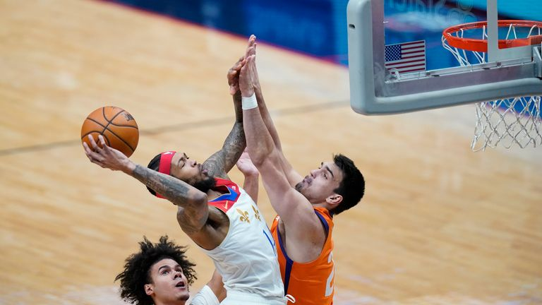 New Orleans Pelicans forward Brandon Ingram shoots against Phoenix Suns forward Dario Saric