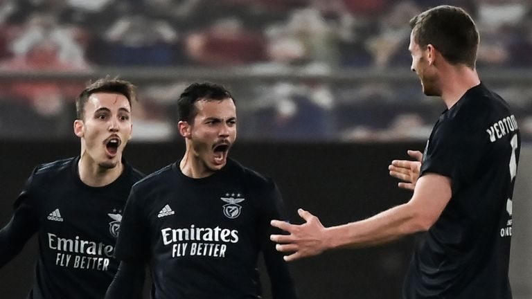 Benfica's forward Diogo Goncalves (C) celebrates with teammates after scoring against Arsenal