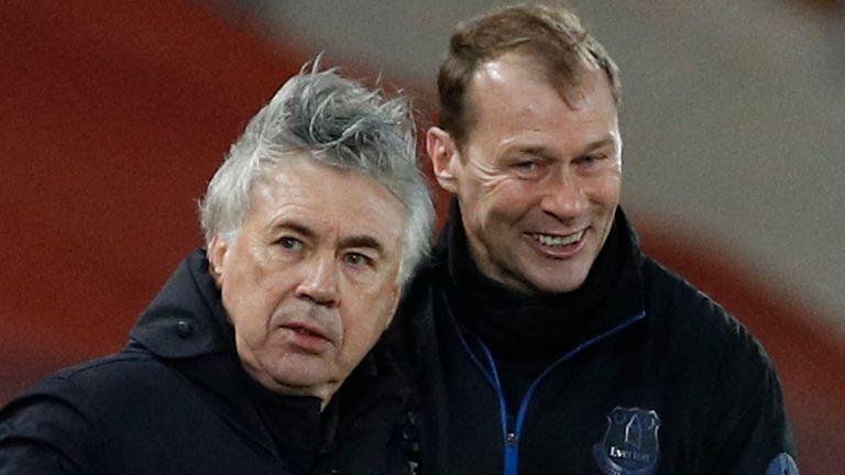 Carlo Ancelotti and Duncan Ferguson (AP)