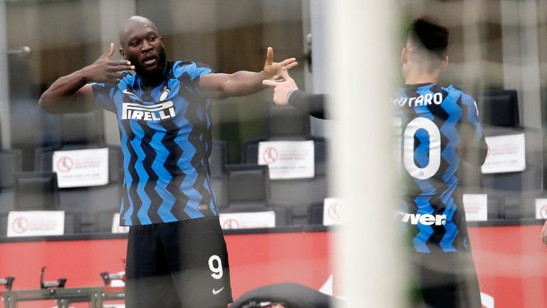 League leaders Inter headed into the clash having had a full week of rest and it showed in the first stages as they applied some instant pressure to the AC Milan back-line. Lukaku made the decisive breakthrough as he glided past Hernandez on the right flank twice trying to feed Martinez in the box, and it was second time lucky as his cross found Martinez unmarked in the six-yard box to give Inter the lead. Antonio Conte's side was exhilarating on the counter-attack with both wing-backs pushing h
