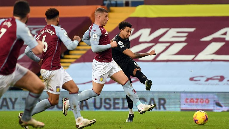 Jesse Lingard scores West Ham's second goal
