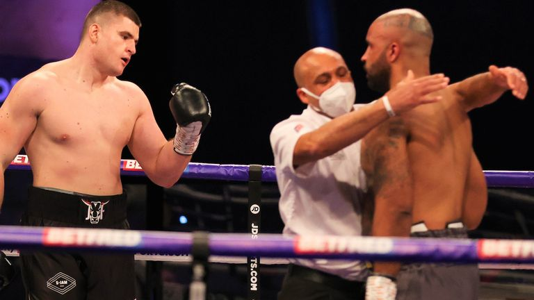 Johnny Fisher blows up Matt Gordon in the first round to announce his arrival in the heavyweight division |  Boxing News