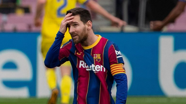 Lionel Messi shows his frustration after Cadiz's late penalty