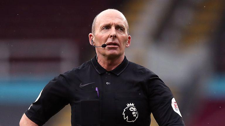 PA - Mike Dean referee