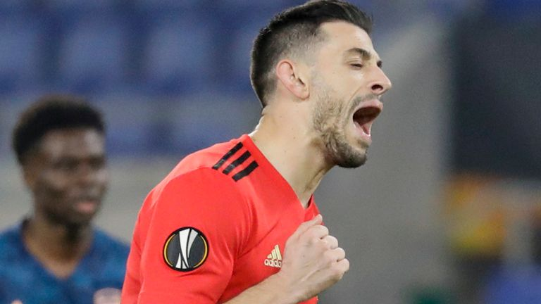 Pizzi celebrates his penalty for Benfica