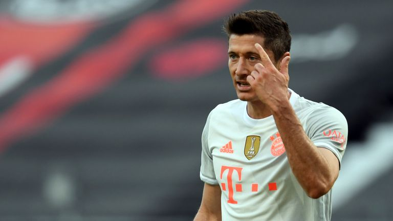 Robert Lewandowski reacts after defeat to Eintracht Frankfurt