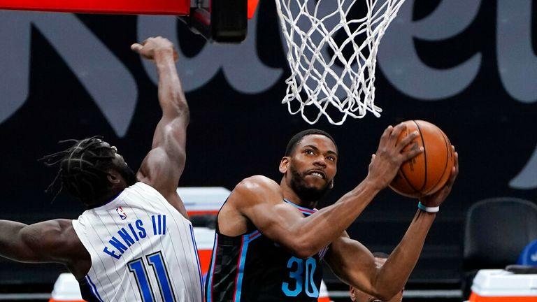 AP - Sacramento Kings striker Glenn Robinson III, right, goes to the basket against striker James Ennis III