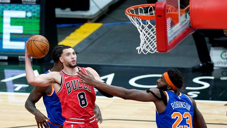 Chicago Bulls' Zach LaVine drives to the basket as New York Knicks' Mitchell Robinson defends