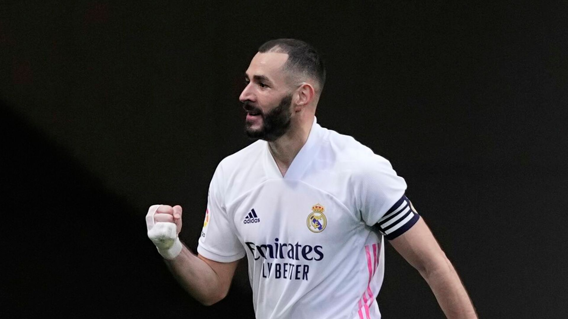 Europe: Benzema keeps Real in title race
