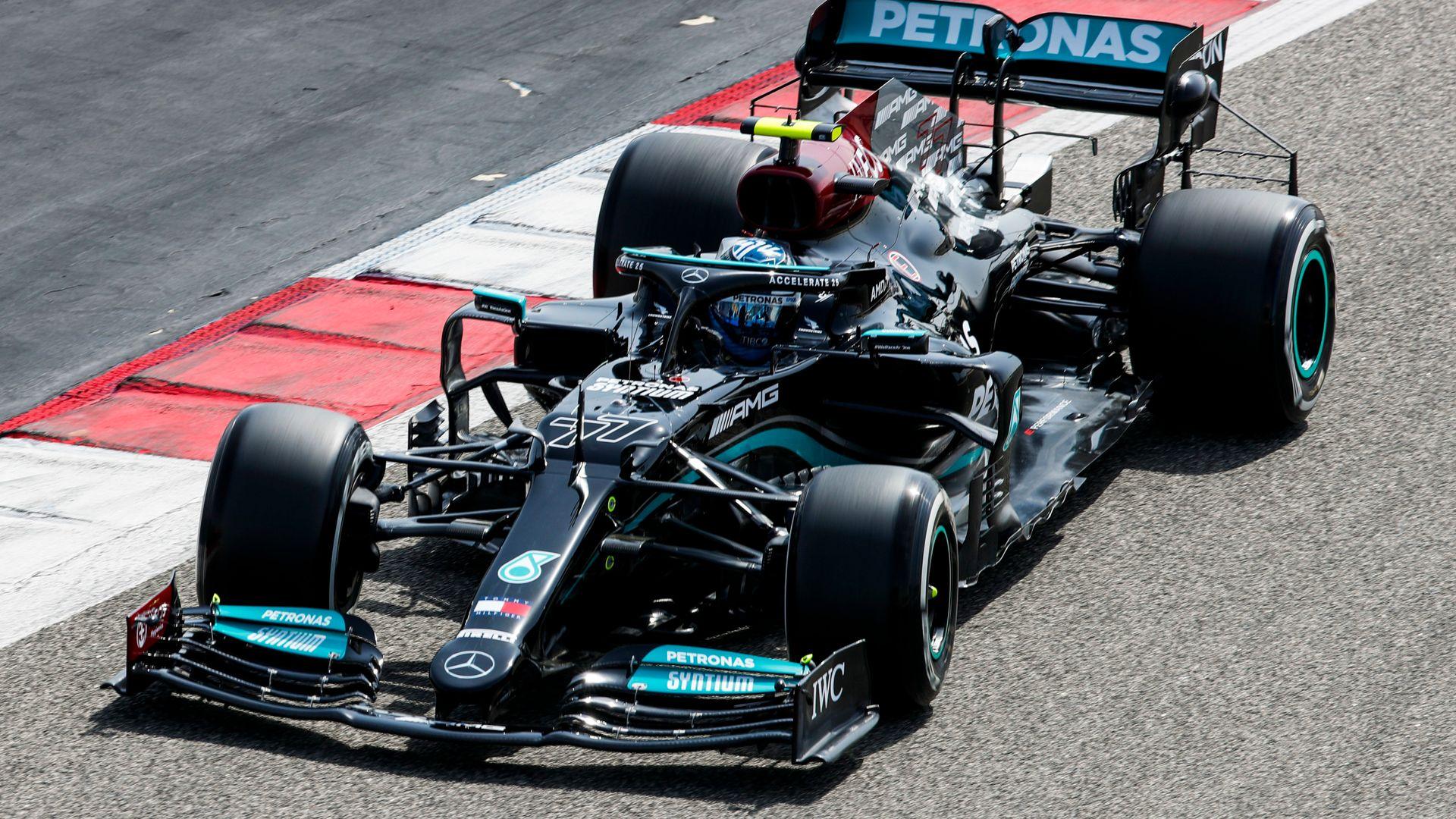 Mercedes hit problems, Ricciardo ahead to start F1 2021