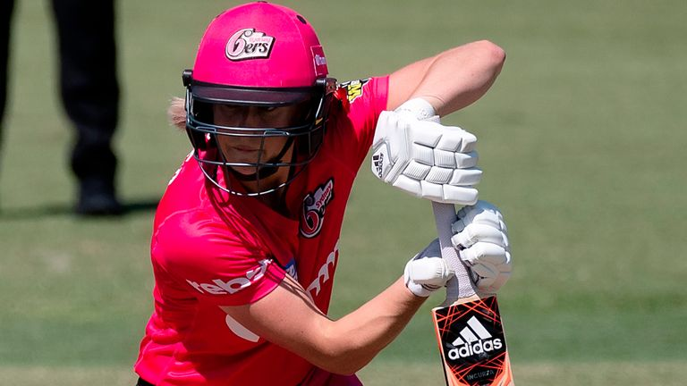 Ellyse Perry in action for the Sydney Sixers during the Women's Big Bash League clash against Perth Scorchers in November 2020