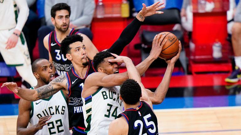 Highlights of the Milwaukee Bucks against the Philadelphia 76ers in Week 13 of the NBA.