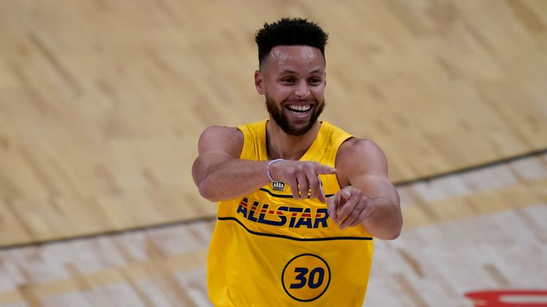 Steph Curry made an incredible no-look three-pointer in the first quarter for Team LeBron.