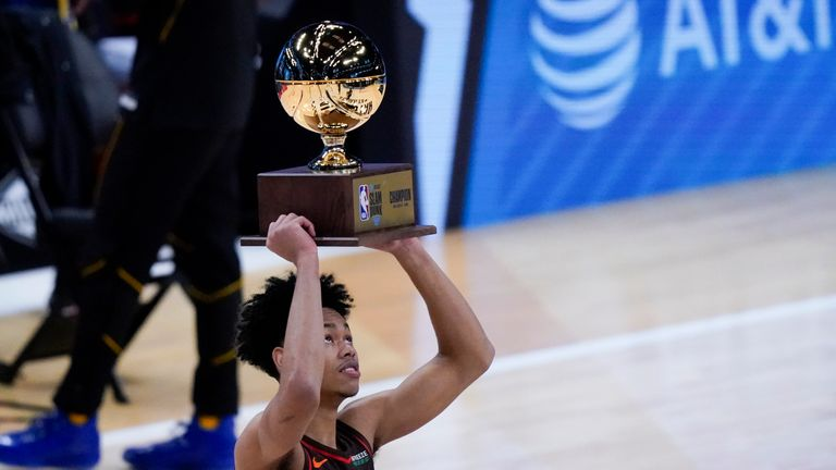 Anfernee Simons edged out Obi Toppin in the championship round to win the 2021 AT&T Slam Dunk Contest.