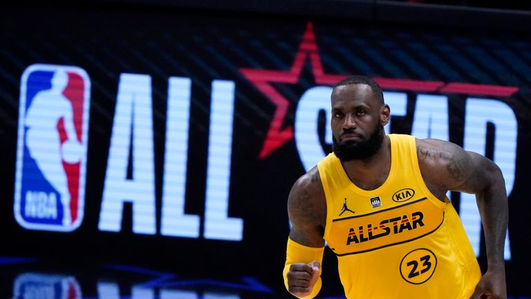 Check out the top ten assists from Sunday night's NBA All-Star Game.