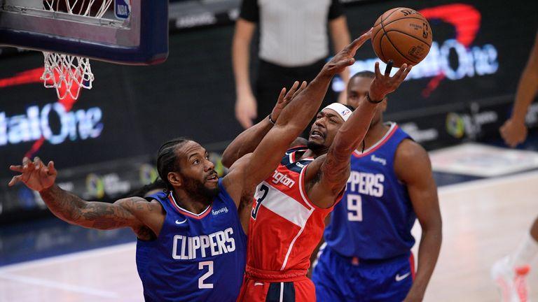 Washington Wizards guard Bradley Beal goes to the basket against Los Angeles Clippers forward Kawhi Leonard