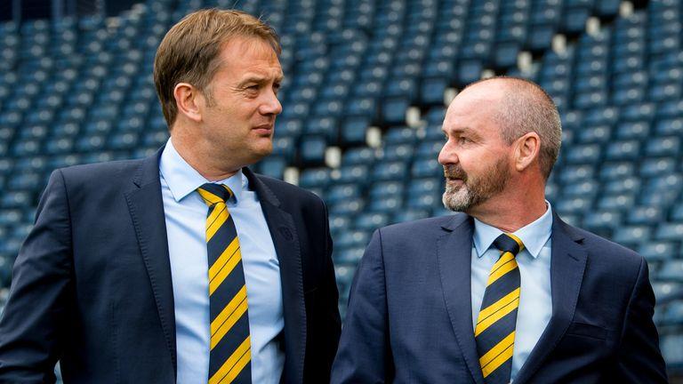 21/05/19 .HAMPDEN PARK - GLASGOW .Steve Clarke est dévoilé en tant que nouvel entraîneur-chef de l'Écosse à Hampden aux côtés du directeur général de la SFA Ian Maxwell