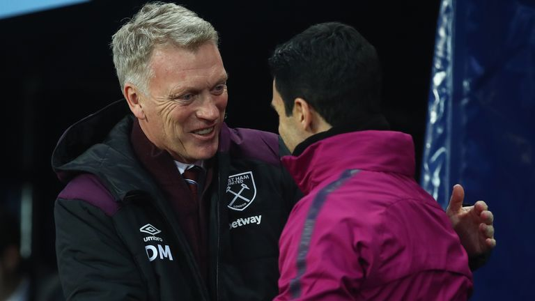 David Moyes, Manager of West Ham United and Mikel Arteta, assistant coach of Manchester City greet each other during the Premier League match between Manchester City and West Ham United at Etihad Stadium on December 3, 2017 in Manchester, England. (Photo by Clive Brunskill/Getty Images)