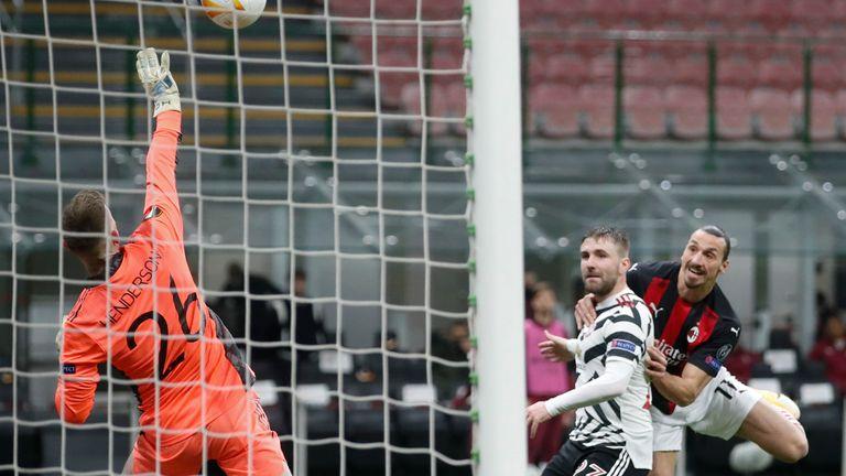 Dean Henderson keeps out Zlatan Ibrahimovic's header in Milan