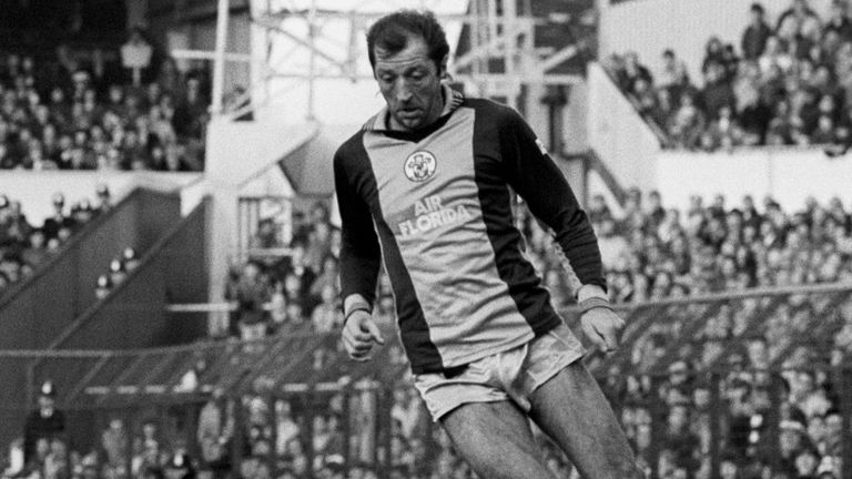 Frank Worthington in action for Southampton during the later stages of his career