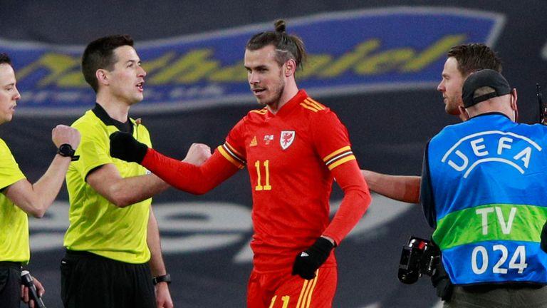 Gareth Bale se zúčastnil posledních 10 minut přátelského zápasu v Cardiffu