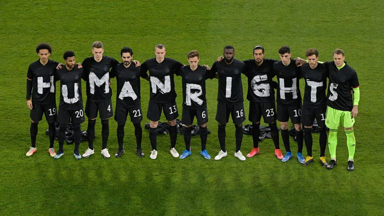 "25 March 2021, North Rhine-Westphalia, Duisburg: Football: World Cup Qualification Europe, Germany - Iceland, Group Stage, Group J, Matchday 1 at Schauinsland-Reisen-Arena. The players of the German national team stand together and form the lettering ""Human Rights""."