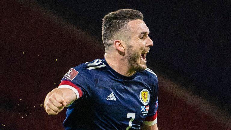 El octavo gol de John McGinn con Escocia le da a Escocia un punto tardío