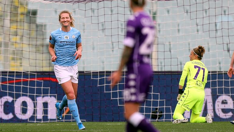 Samanatha Mewis celebrates after scoring at Fiorentina
