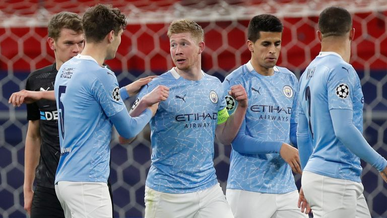 Manchester City's Kevin De Bruyne is congratulated by team-mates after scoring against Borussia Moenchengladbach