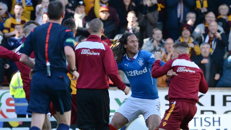 31/05/15 SCOTTISH PREMIERSHIP PLAY-OFF FINAL 2ND LEG.MOTHERWELL v RANGERS.FIR PARK - MOTHERWELL.Rangers' Bilel Mohsni (centre) clashes with Motherwell players