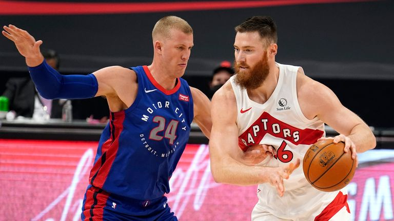 Toronto Raptors center Aron Baynes works in against Detroit Pistons center Mason Plumlee