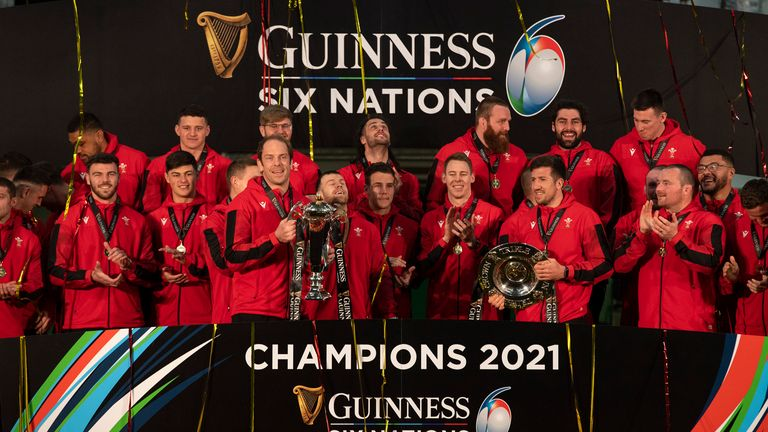 Alun Wyn Jones and Wales celebrate their Six Nations title with the trophy lift