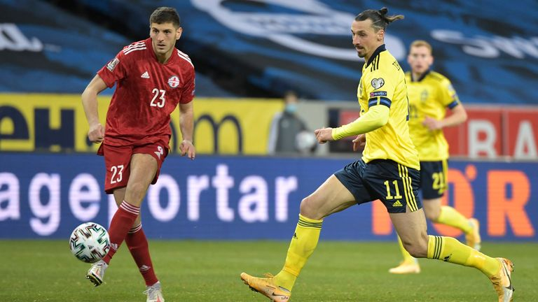 Zlatan Ibrahimovic persigue a Georgia Lasha Devaly