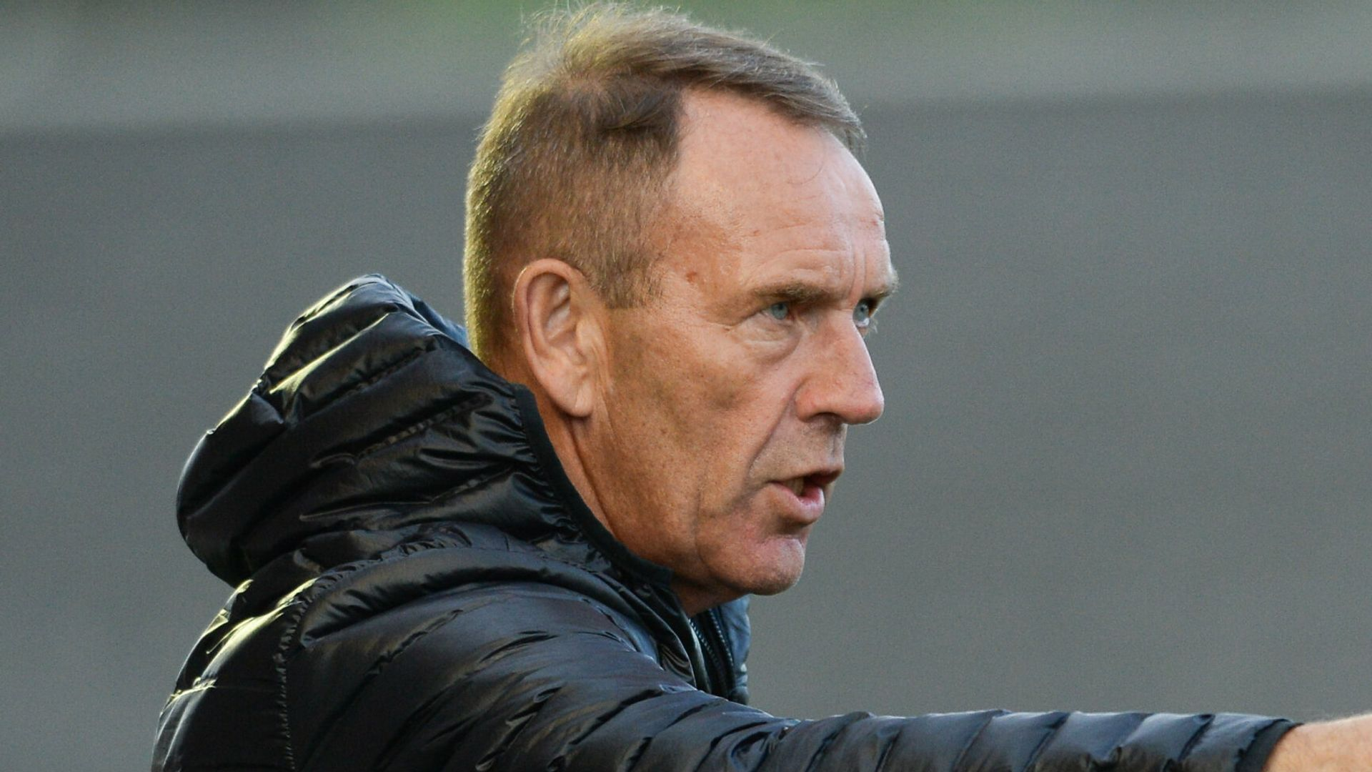Shiels signs new N Ireland deal for WC campaign