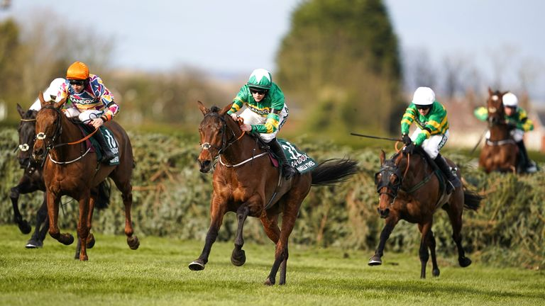 Minella Times ridden by Rachael Blackmore (centre)