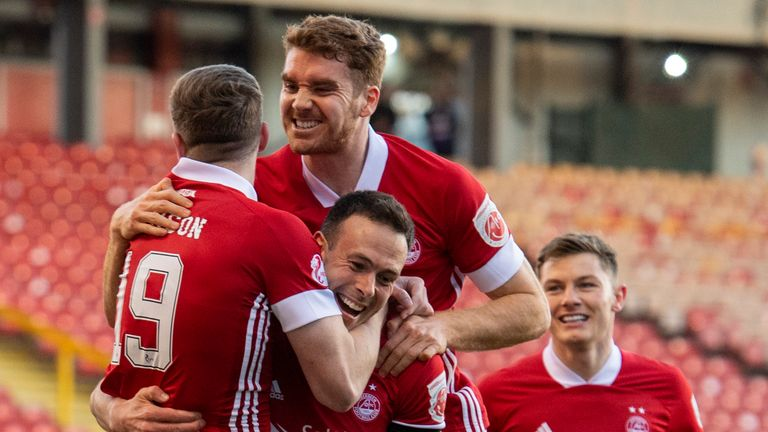 ABERDEEN, SCOTLAND - APRIL 21: Aberdeen's Lewis Ferguson (left) celebrates his goal with teammates during a Scottish Premiership match between Aberdeen and Celtic at Pittodrie Stadium, on April 21, 2021, in Aberdeen, Scotland. (Photo by Paul Devlin / SNS Group)