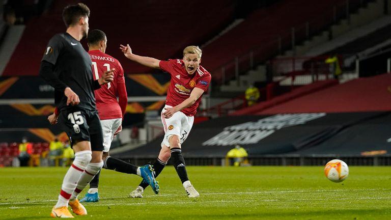 Donny van de Beek shoots out in the second half