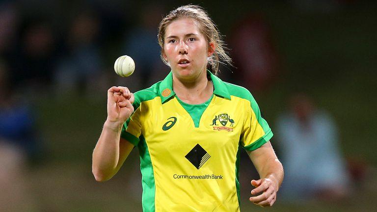 Georgia Wareham has replaced fellow Australian Jess Jonassen in the Welsh Fire squad